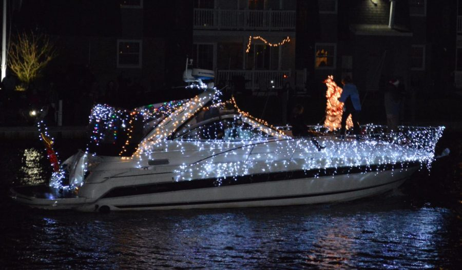 Boat+decorated+for+the+holidays