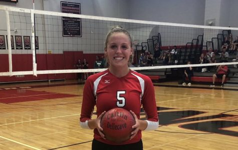 Senior Caitlin Dellecave reached 1000 asssists this week. Way to go #5!