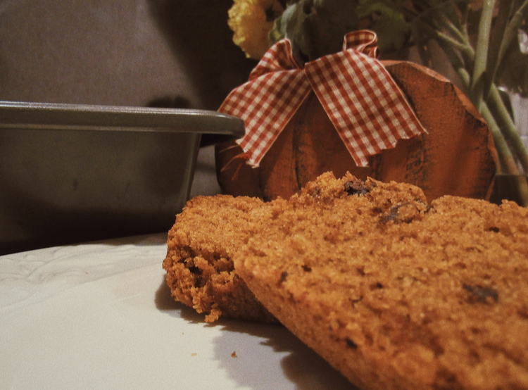 Want to have your home smell like autumn and enjoy a sweet treat? Bake this delicious, family favorite pumpkin break.