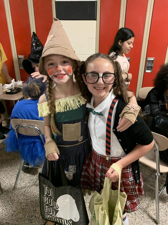 Mia+and+Taylor%2C+dressed+as+a+Scarecrow+and+a+Nerd.+